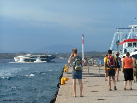 solar_boat_comes_in_Spetses