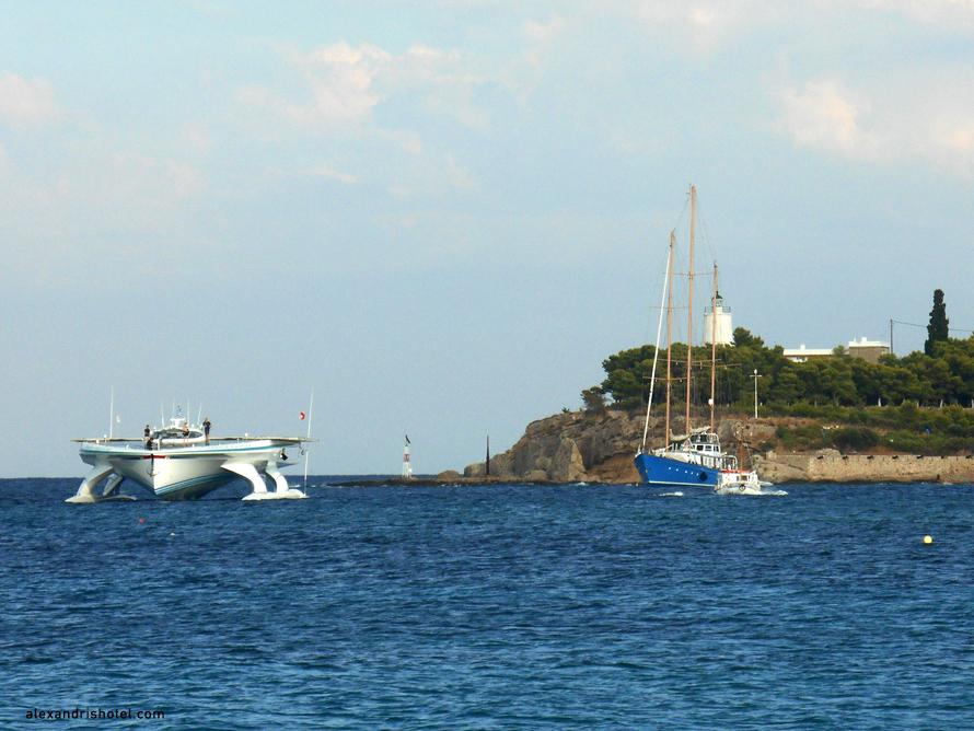solar_boat_in_spetses